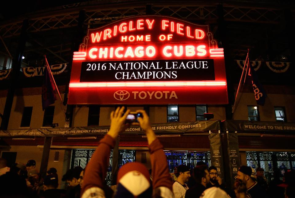 ff1624c29d6 World 2. With the Cleveland Indians and Chicago Cubs ...